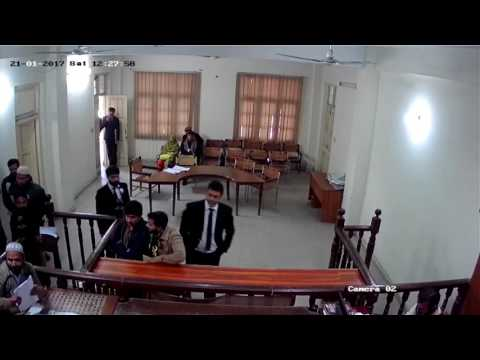 Lawyer/ Advocates at Lahore abuse and manhandle a judge