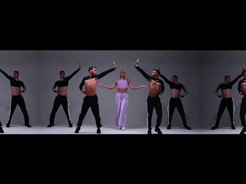 Pabllo Vittar – Flash Pose ft. Charli XCX
