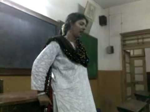 Madhuri Mahajan Gaane - Ravivaar.mp4