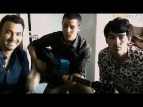 Jonas Brothers-live Chat 20th August 2012 Speaking Spanish And Singing