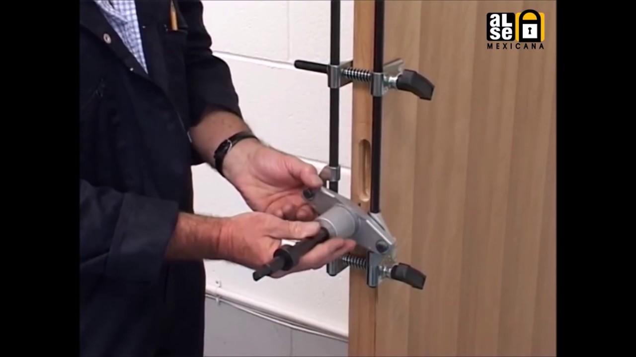 como poner cerradura en puerta de aluminio
