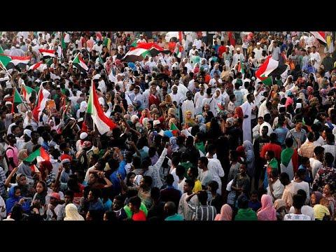 آلاف السودانيين يتظاهرون في ذكرى مرور 40 يوماً على فض الاعتصام الدموي…  - 20:53-2019 / 7 / 13