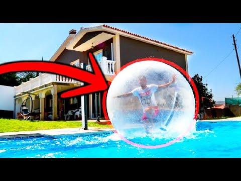 Atrapado en una burbuja inflable gigante en la piscina for Burbuja piscina
