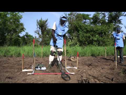 Women drive out landmines in South Sudan