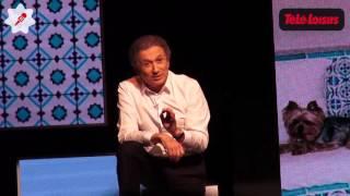 Michel Drucker imite Johnny Hallyday et Jacques Chirac sur scène