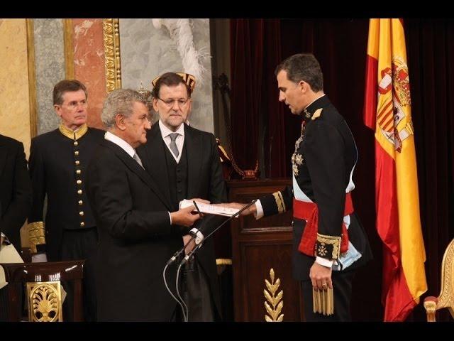 Su Majestad el Rey jura la Constitución y es proclamado Rey de España