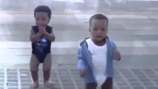 ПРИКОЛ с ТАНЦУЮЩИМИ  ДЕТИШКАМИ !!! Смешные дети(Приколы с детками, детские танцы, детский смех, который не оставит ни кого равнодушным и поднимет настроени..., 2015-08-12T11:45:43.000Z)