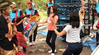 Download Mp3 Azya Musik_ Lagu Sasak Makam Serewe, Bareng 2 Dancer Cantiknya