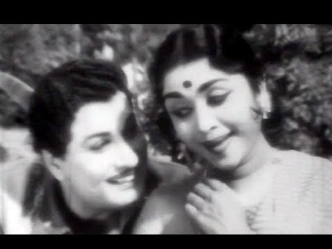 Idi Idichu Mazhai - MGR, Saroja Devi - Neethikku Pin Paasam Tamil Song