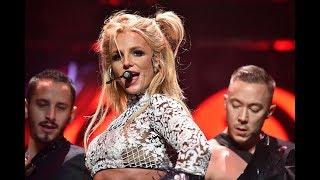 Бритни Спирс порадовала поклонников своими формами и напугала лицом