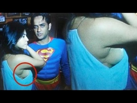 Ekta Kapoor Hot Sideboob Exposed At Vikas Gupta Birthday Party thumbnail