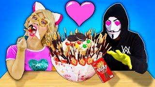 ชิคกี้พายทำไอศกรีมซันเดใหญ่ที่สุดในโลก ให้คนใส่หน้ากาก