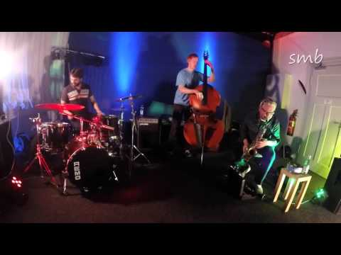 Experiments with free sounds: Hakon Berre Trio 2016-02-14