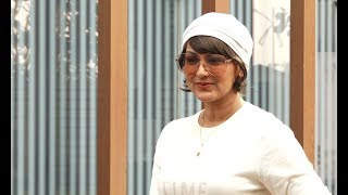 Sonali Bendre Looks Unrecognisable After Her Cancer Treatment, Snapped In Mumbai For First Time