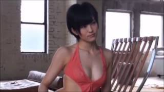 AKB48の山本彩さんの真剣なグラビア撮影風景のシーンになります。ちょい悪な表情も交えて好感度のある仕上がりになりましたね。 山本 彩(やまもと さやか、1993年7 ...
