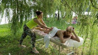 """Красивый массаж красивой девушке на свежем воздухе в парке Москвы """"Скучаем по лету"""""""