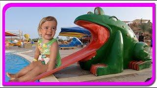 Anabella pe tobogane de apa Distractie la Aqua Park