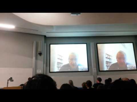 Noam Chomsky speaks to Glasgow University students