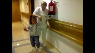 Rehabilitación del daño cerebral infantil. Sesión de fisioterapia