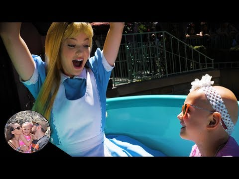 Disney characters GET ON RIDES!? Alice rides the teacups in Disneyland!!