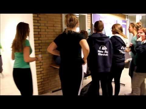 Lookbook] Latzhosen kombinieren 3 Outfits | Julia's Beauty