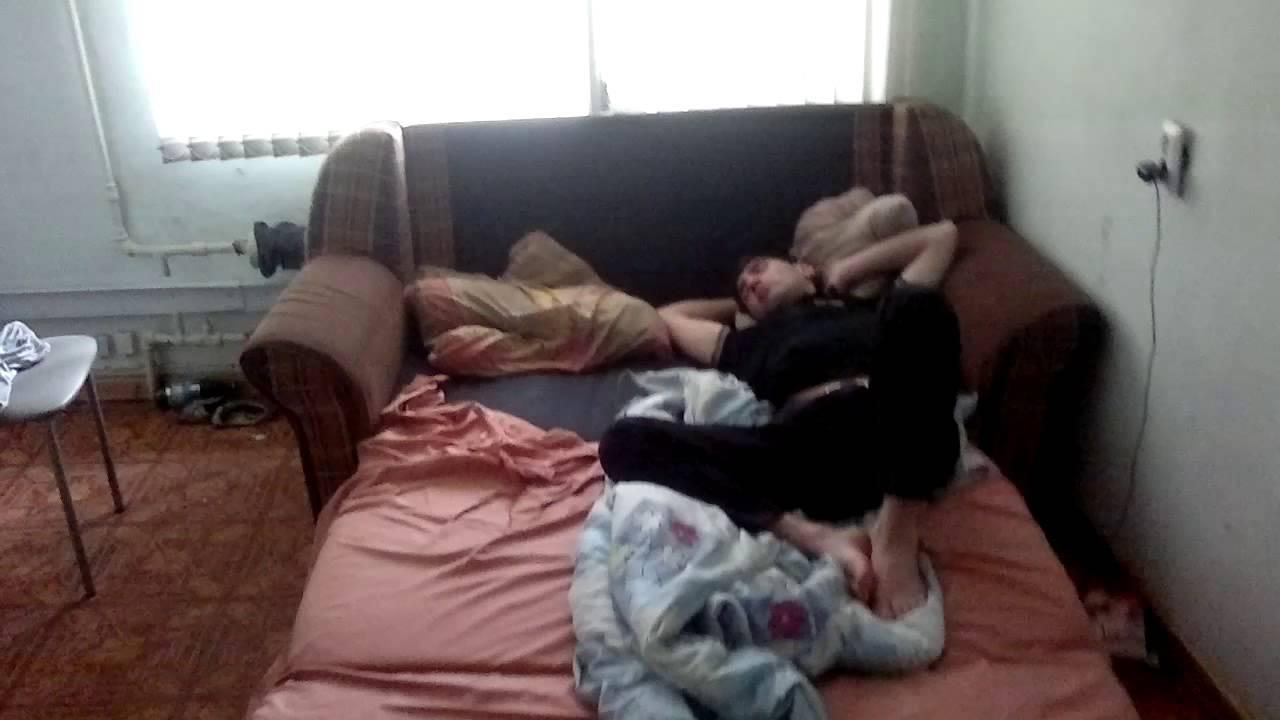 Девочка сасёт у спящего парня фото 730-19