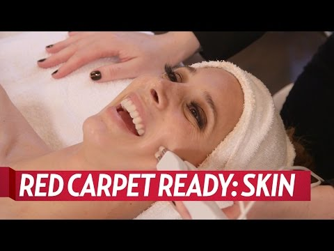 Watch Us Weekly Get a Celeb-Approved Facial for the 2017 Golden Globes