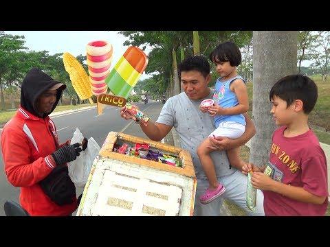 Menunggu Paman Penjual Es Krim - Beli Es Krim Paddle Pop sebelum Jalan Naik Sepeda