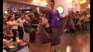 FASHION SHOW ULOS BATAK INDONESIA GO INTERNASIONAL