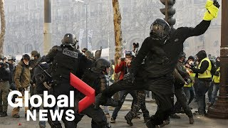 'Yellow vest' protesters clash with riot police in Paris