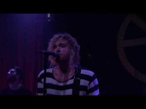 [HD] The Griswolds - Live This Nightmare (Live)