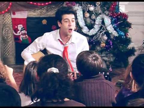 Joyeux Noel Max Boublil.Max Boublil Joyeux Noel Clip Officiel