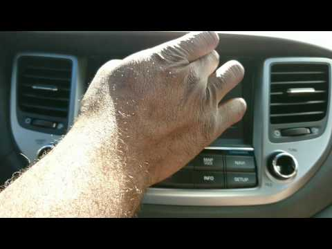 Apple CarPlay Demo On The 2016 Hyundai Tucson