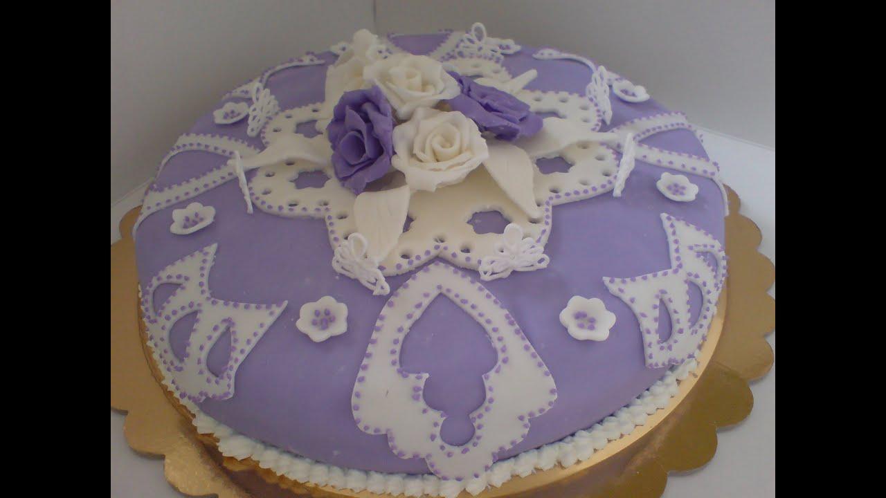 Torta Di Compleanno In Pasta Di Zucchero E Ghiaccia Reale