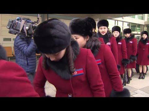 Две Кореи под одним флагом: делегация из КНДР прибыла на Олимпиаду