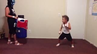 видео Боевые искусства для детей: отдавать или не отдавать?