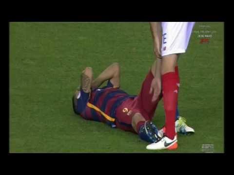 Este fue el momento de la lesión de Luis Suárez en la final de la Copa del Rey