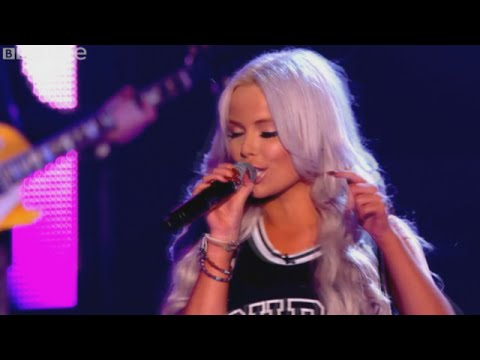 Sexy Girl Singing 'Super Bass' by Nicki Minaj The Voice UK