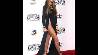Detik-Detik Memalukan Bencana Fashion Chrissy Teigen Di AMA   Chrissy Teigen Wardrobe Malfunction