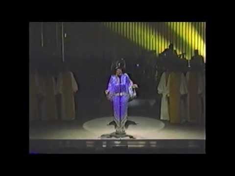 Patti LaBelle - You'll Never Walk Alone (Live @The Apollo Theatre 1985)
