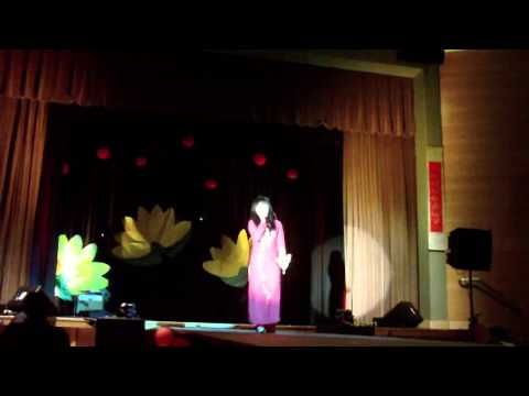 Lang Nghe Mua Xuan Ve performed by Ngan Daisy Nguyen