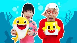 아기상어와 놀고 핑크퐁 떡볶이도 먹었어요!!  수영장 물놀이 핑크퐁 떡볶이 - 로미유 스토리 Romiyu