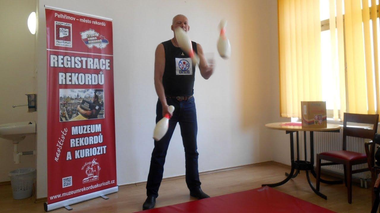 Video Vytrvalostní žonglování bowlingovými kuželkami