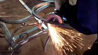 Зачистка кованых изделий(Вот так добела чистим металл, чтобы ни сучка, ни заусенчика не оставалось. Первый этап в войне со ржавчиной...., 2016-06-07T14:29:45.000Z)