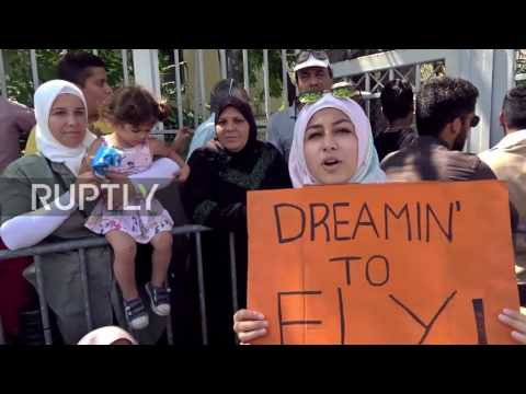 Greece: Mama Merkel, open the door! Syrian refugees rally for passage into Germany