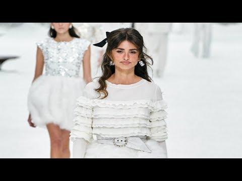 f988f0e0a2 Chanel | Fall/Winter 2019/20 | Paris Fashion Week - YouTube