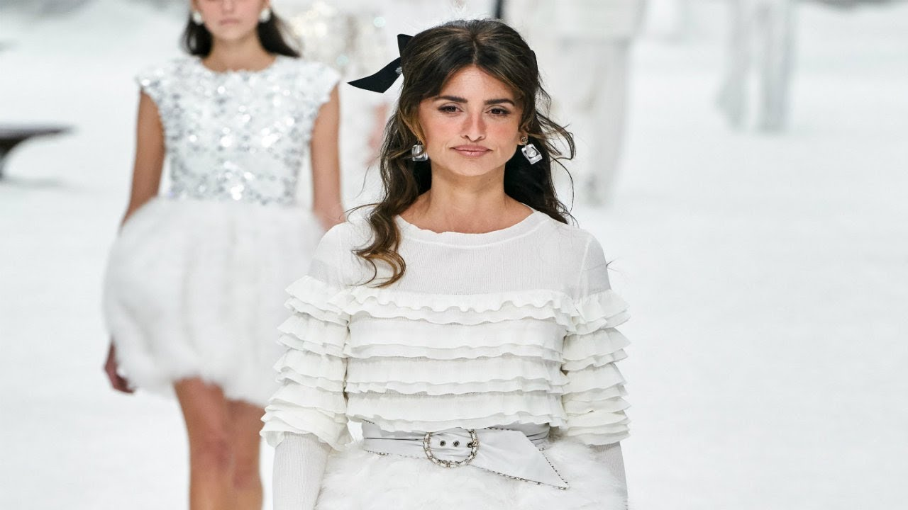 e7eec5aeca Chanel | Fall/Winter 2019/20 | Paris Fashion Week