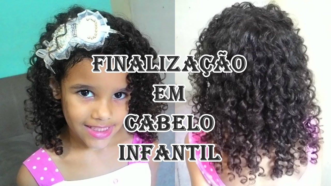 Penteados para cabelos cacheados infantil simples