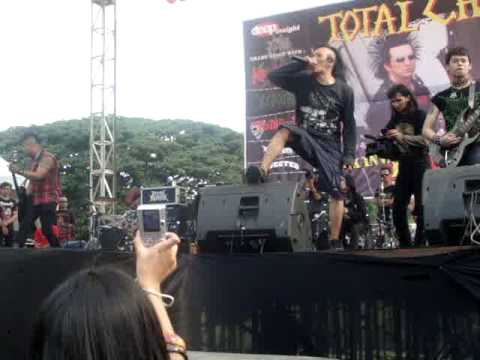 traditional + punk ( Tcukimay Live ,Bandung, Total Chaos Tour )