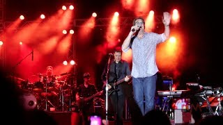 Скачать Huey Lewis And The News Plays Back In Time Live At Universal Orlando Mardi Gras 2014